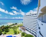 ロイヤルホテル 沖縄残波岬に割引で泊まれる。