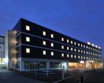 CVS・BAY HOTEL 本館(CVS・ベイホテル本館)に割引で泊まれる。